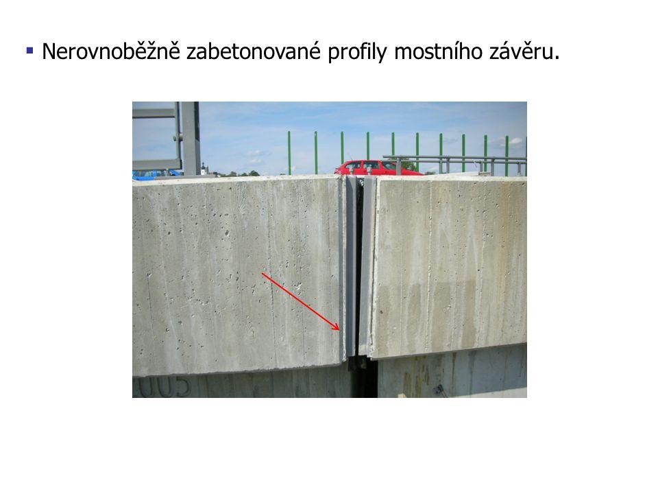 Nerovnoběžně zabetonované profily mostního závěru.