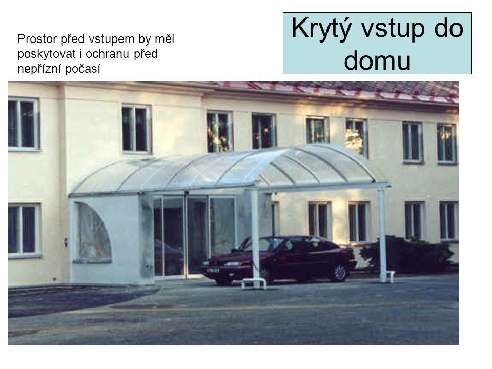 Krytý vstup do domu Prostor před vstupem by měl poskytovat i ochranu před nepřízní počasí