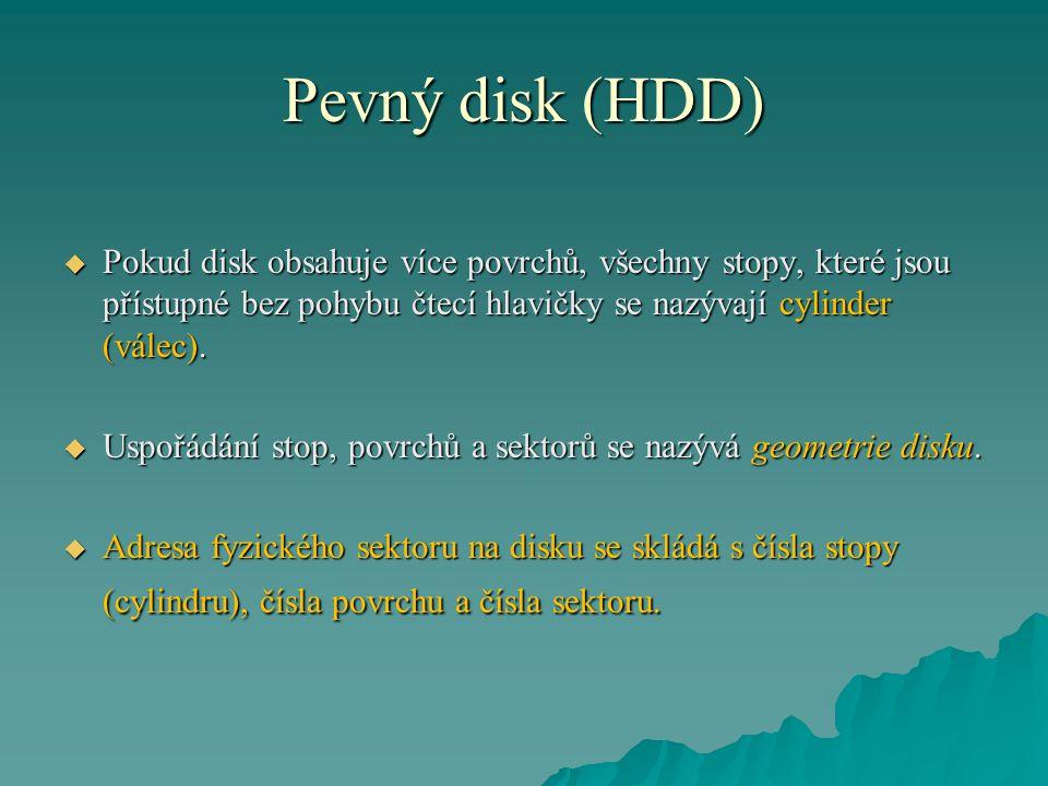 Pevný disk (HDD) Pokud disk obsahuje více povrchů, všechny stopy, které jsou přístupné bez pohybu čtecí hlavičky se nazývají cylinder (válec).