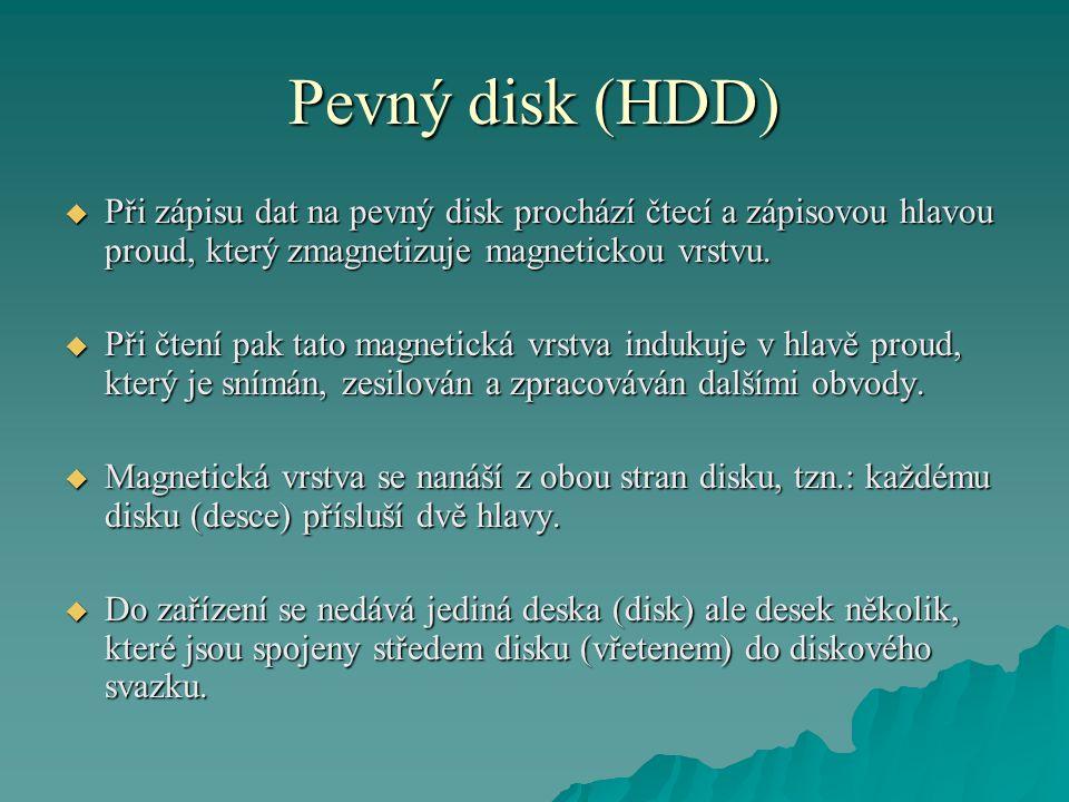 Pevný disk (HDD) Při zápisu dat na pevný disk prochází čtecí a zápisovou hlavou proud, který zmagnetizuje magnetickou vrstvu.