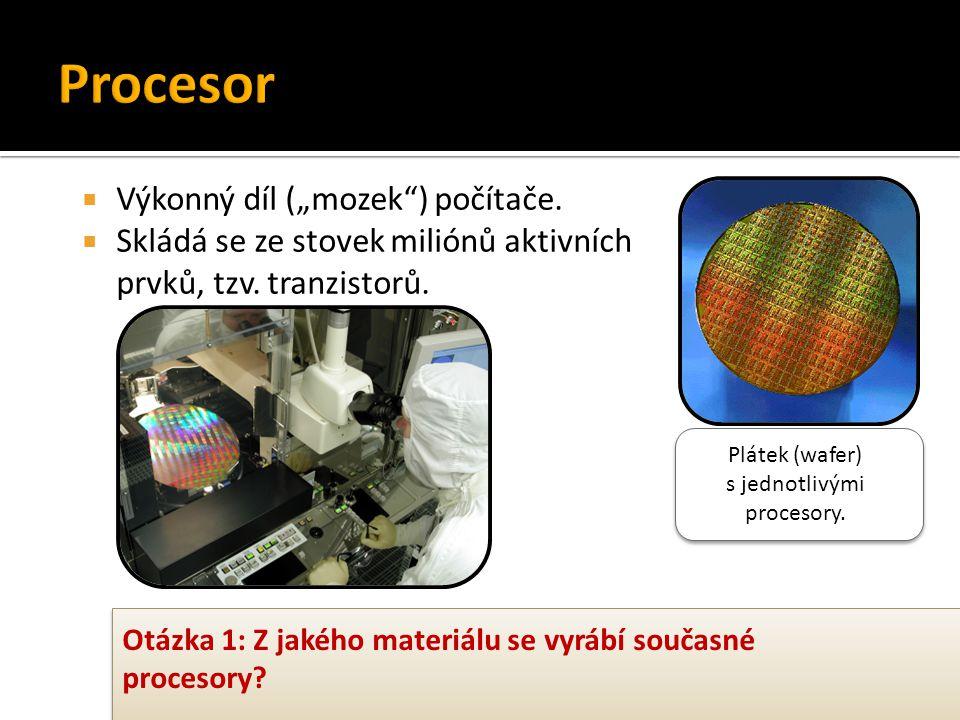 Plátek (wafer) s jednotlivými procesory.