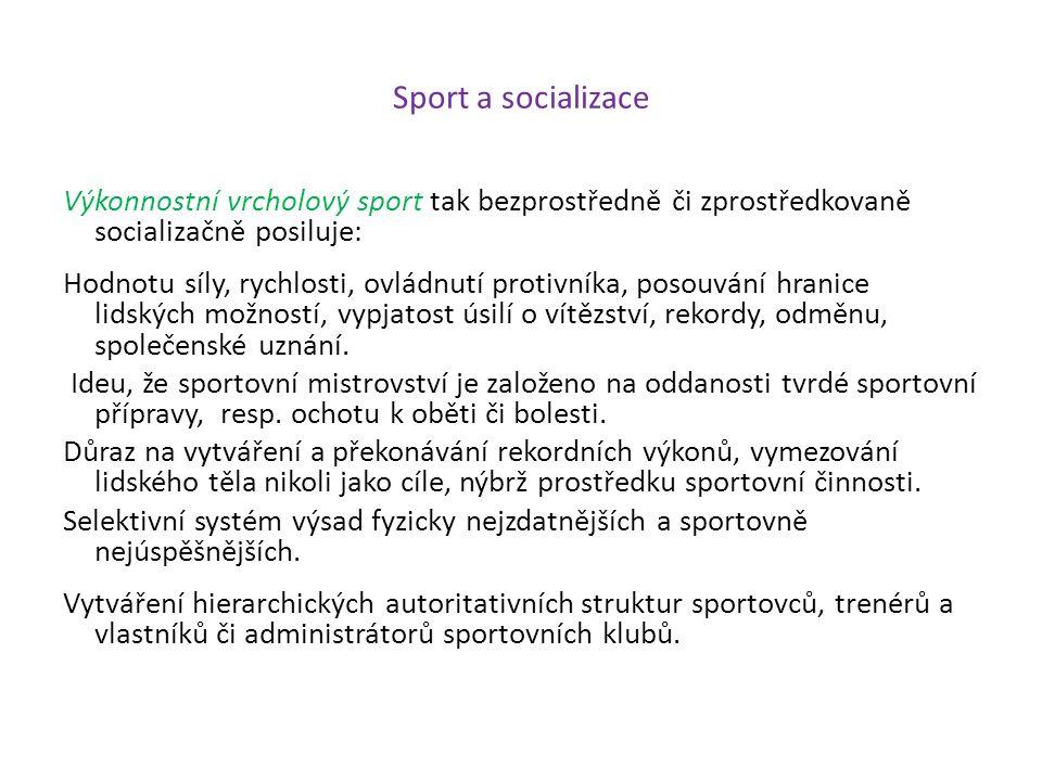 Sport a socializace Výkonnostní vrcholový sport tak bezprostředně či zprostředkovaně socializačně posiluje: