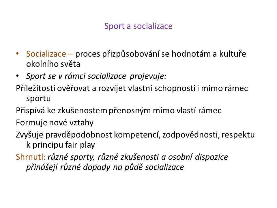 Sport a socializace Socializace – proces přizpůsobování se hodnotám a kultuře okolního světa. Sport se v rámci socializace projevuje: