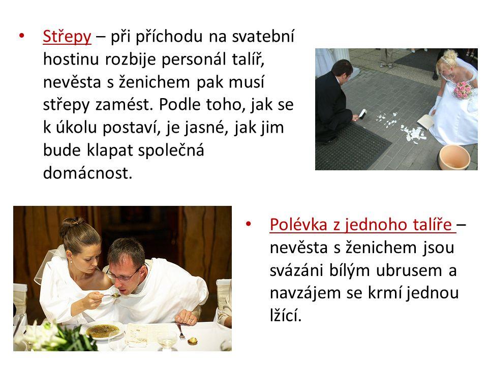 Střepy – při příchodu na svatební hostinu rozbije personál talíř, nevěsta s ženichem pak musí střepy zamést. Podle toho, jak se k úkolu postaví, je jasné, jak jim bude klapat společná domácnost.