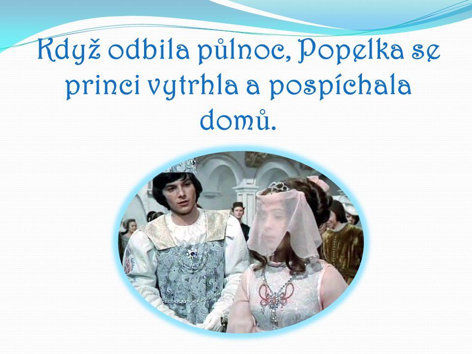 Když odbila půlnoc, Popelka se princi vytrhla a pospíchala domů.