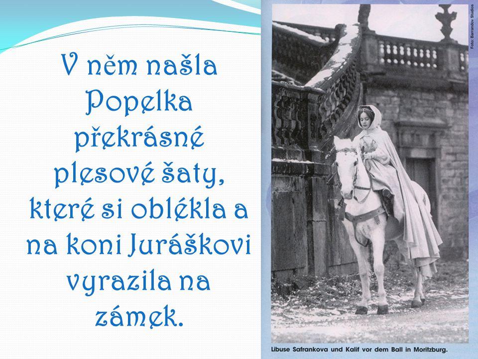 V něm našla Popelka překrásné plesové šaty, které si oblékla a na koni Juráškovi vyrazila na zámek.