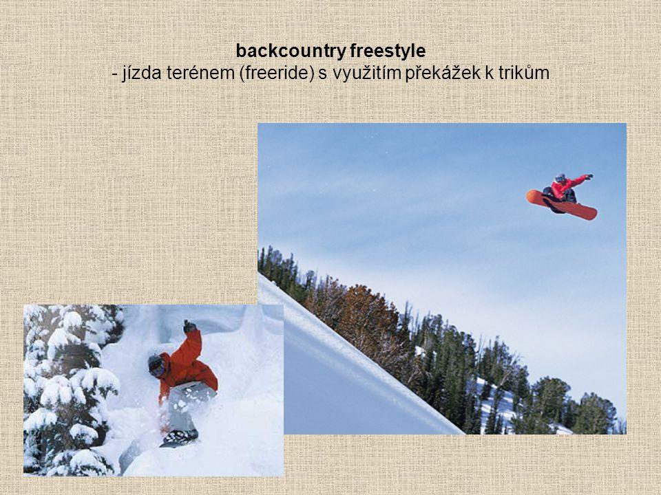 backcountry freestyle - jízda terénem (freeride) s využitím překážek k trikům