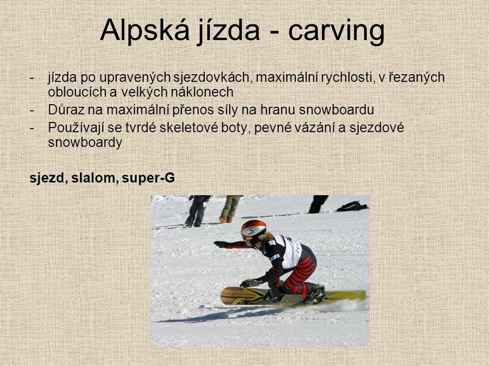 Alpská jízda - carving jízda po upravených sjezdovkách, maximální rychlosti, v řezaných obloucích a velkých náklonech.