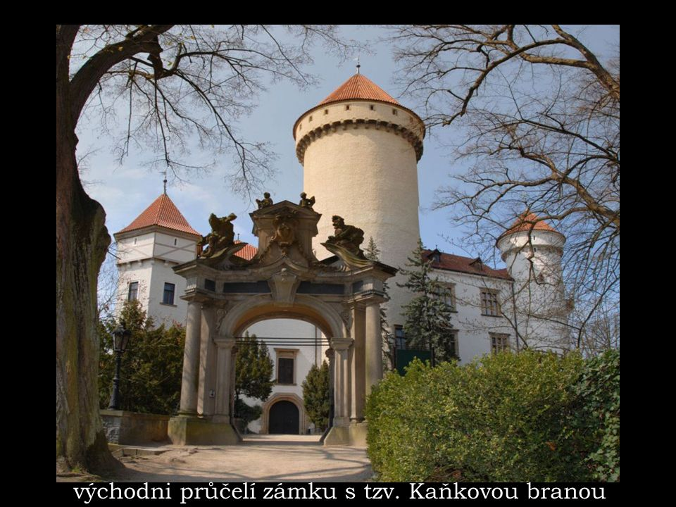 východni průčelí zámku s tzv. Kaňkovou branou