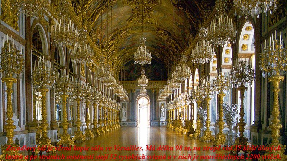 Zrcadlový sál je věrná kopie sálu ve Versailles