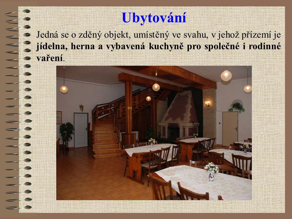 Ubytování Jedná se o zděný objekt, umístěný ve svahu, v jehož přízemí je jídelna, herna a vybavená kuchyně pro společné i rodinné vaření.