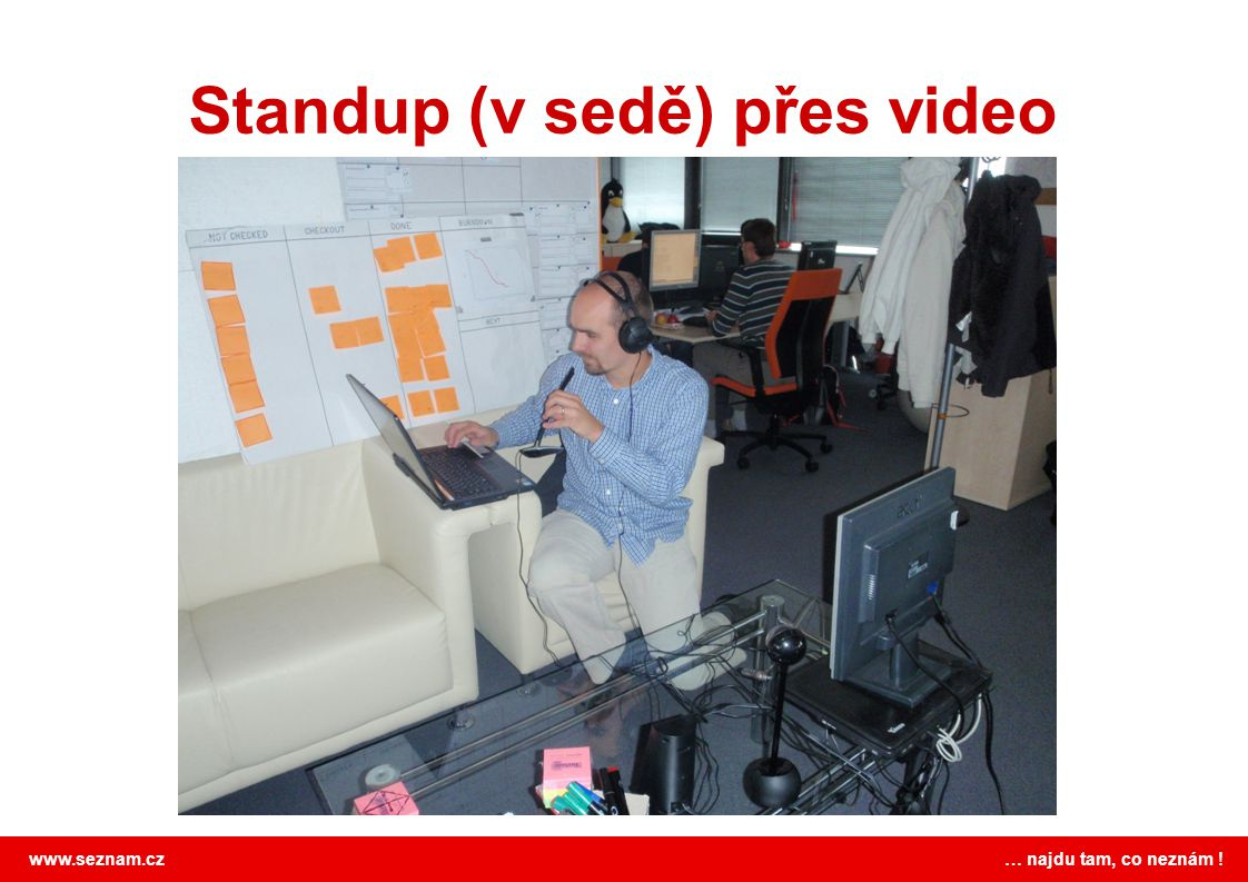 Standup (v sedě) přes video