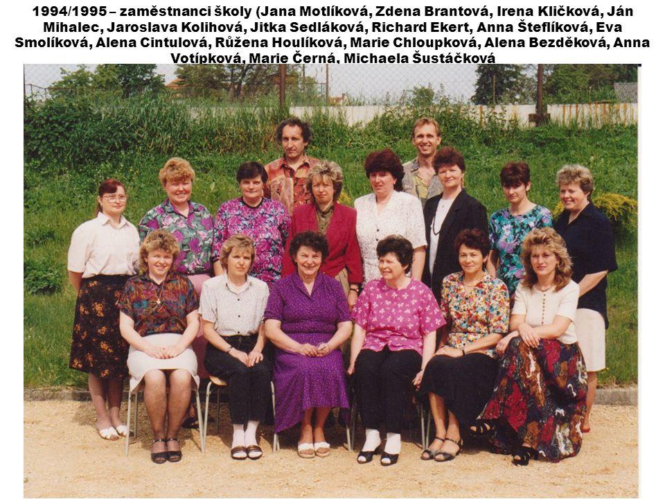 1994/1995 – zaměstnanci školy (Jana Motlíková, Zdena Brantová, Irena Kličková, Ján Mihalec, Jaroslava Kolihová, Jitka Sedláková, Richard Ekert, Anna Šteflíková, Eva Smolíková, Alena Cintulová, Růžena Houlíková, Marie Chloupková, Alena Bezděková, Anna Votípková, Marie Černá, Michaela Šustáčková