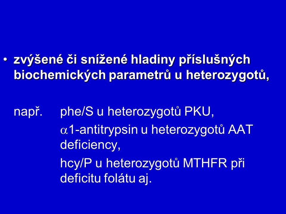zvýšené či snížené hladiny příslušných biochemických parametrů u heterozygotů,