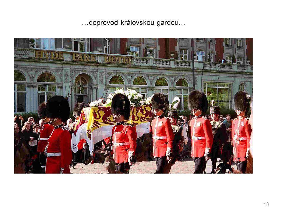 …doprovod královskou gardou…