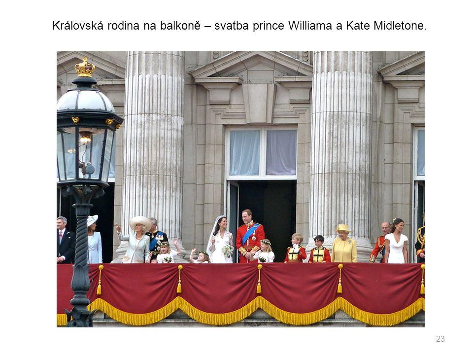 Královská rodina na balkoně – svatba prince Williama a Kate Midletone.
