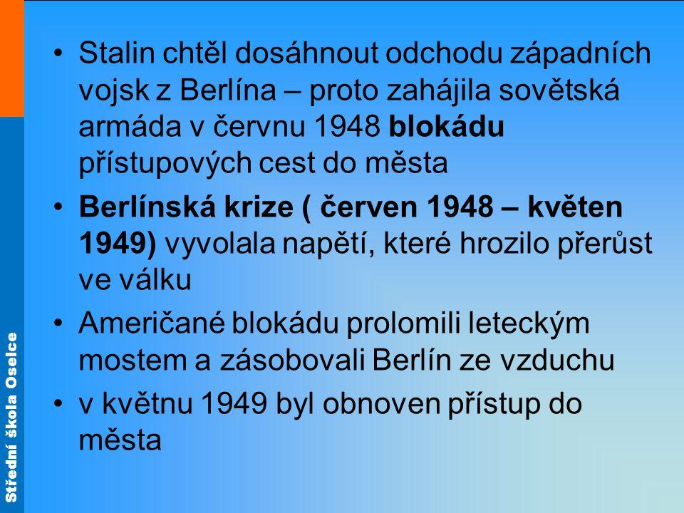 Stalin chtěl dosáhnout odchodu západních vojsk z Berlína – proto zahájila sovětská armáda v červnu 1948 blokádu přístupových cest do města