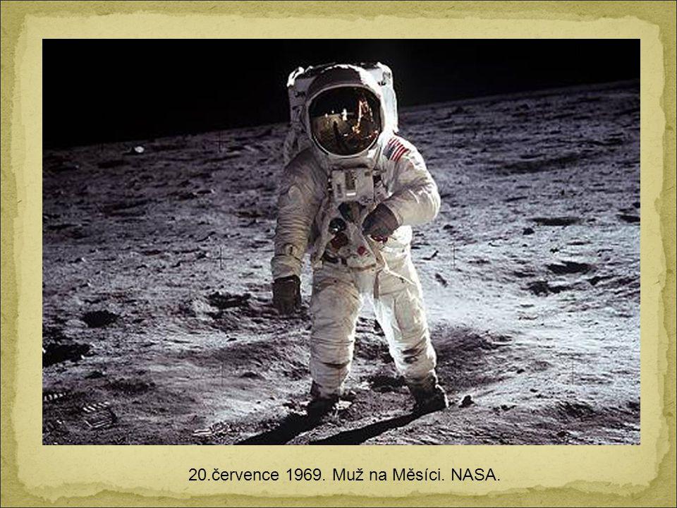 20.července 1969. Muž na Měsíci. NASA.