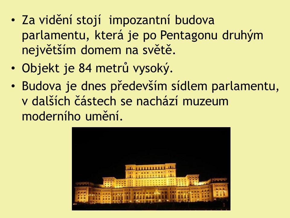 Za vidění stojí impozantní budova parlamentu, která je po Pentagonu druhým největším domem na světě.