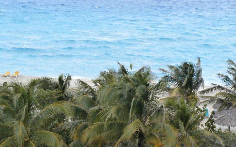 Dvě mola označují vjezd do laguny