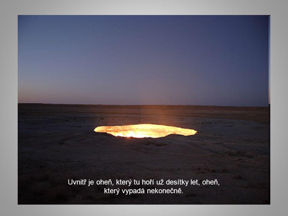 Uvnitř je oheň, který tu hoří už desítky let, oheň, který vypadá nekonečně.