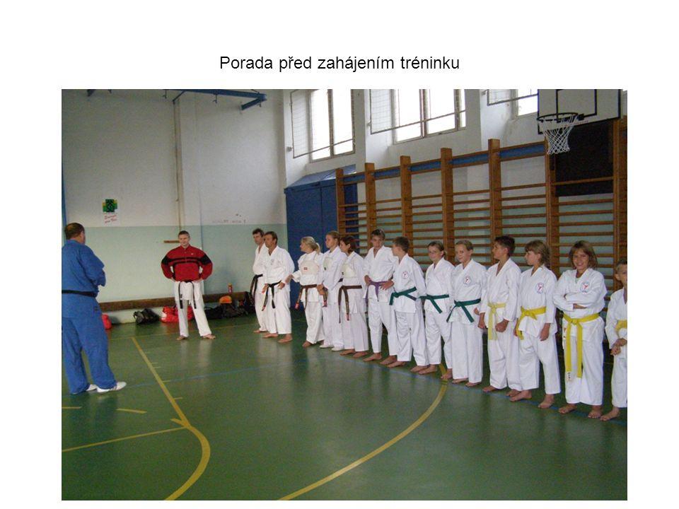 Porada před zahájením tréninku