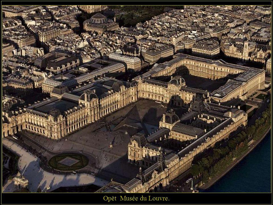 Opět Musée du Louvre.