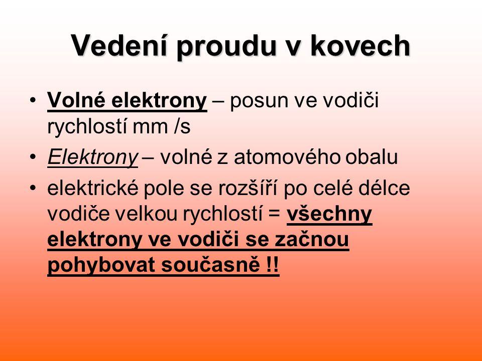 Vedení proudu v kovech Volné elektrony – posun ve vodiči rychlostí mm /s. Elektrony – volné z atomového obalu.