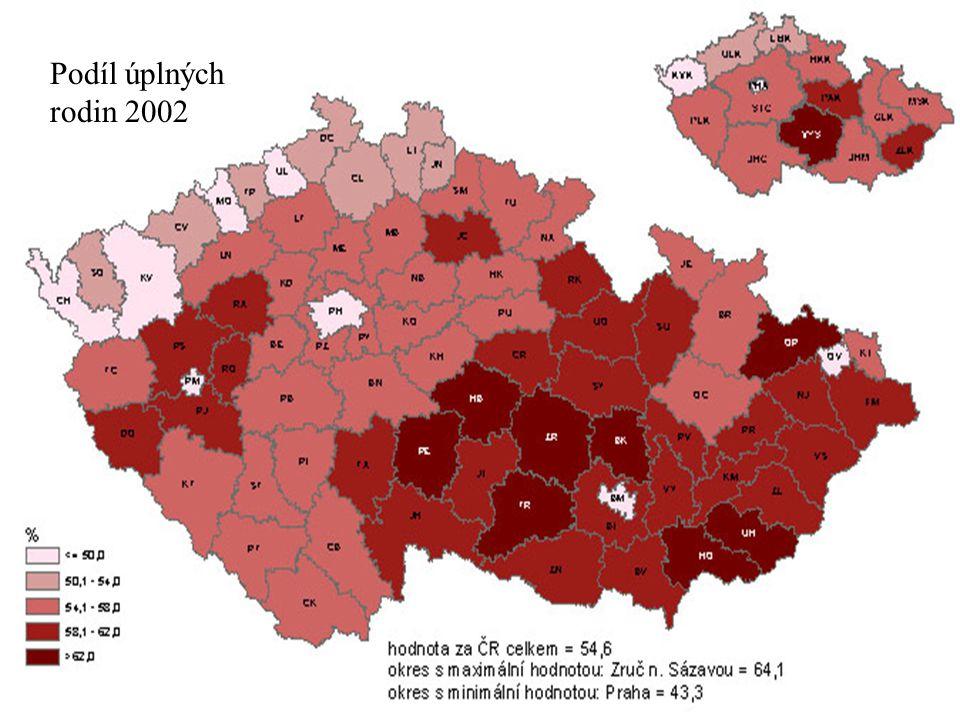 Podíl úplných rodin 2002