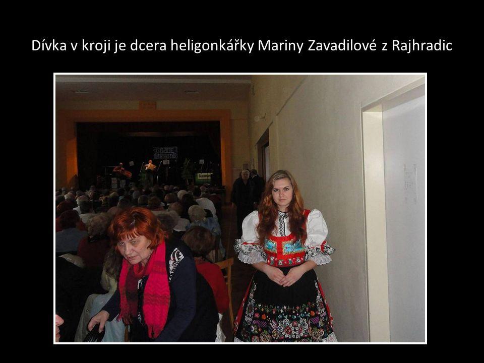 Dívka v kroji je dcera heligonkářky Mariny Zavadilové z Rajhradic