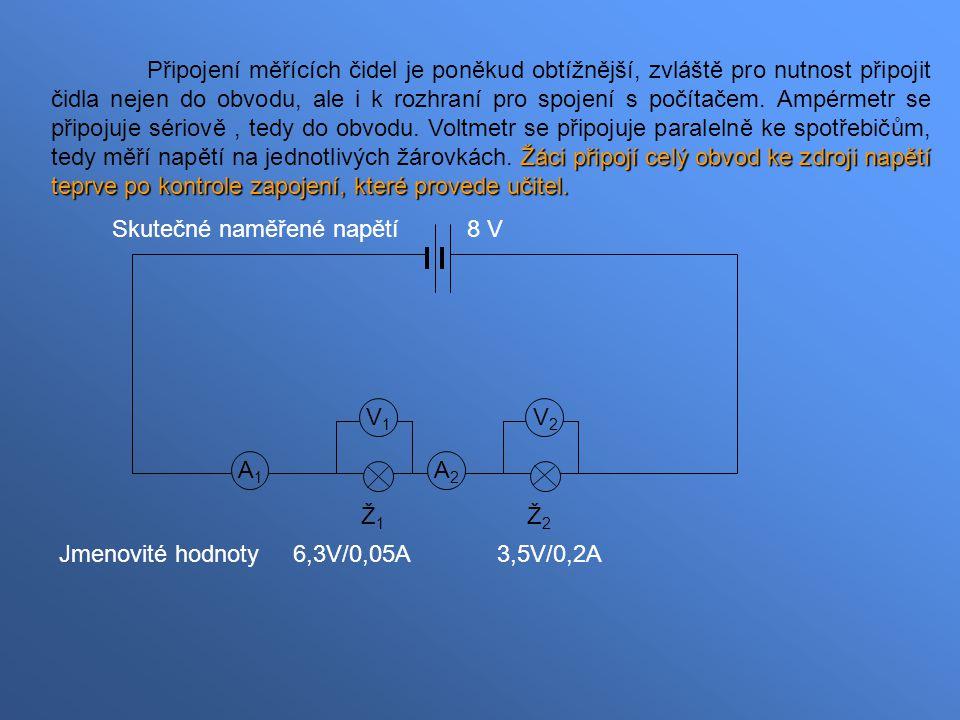 Připojení měřících čidel je poněkud obtížnější, zvláště pro nutnost připojit čidla nejen do obvodu, ale i k rozhraní pro spojení s počítačem. Ampérmetr se připojuje sériově , tedy do obvodu. Voltmetr se připojuje paralelně ke spotřebičům, tedy měří napětí na jednotlivých žárovkách. Žáci připojí celý obvod ke zdroji napětí teprve po kontrole zapojení, které provede učitel.