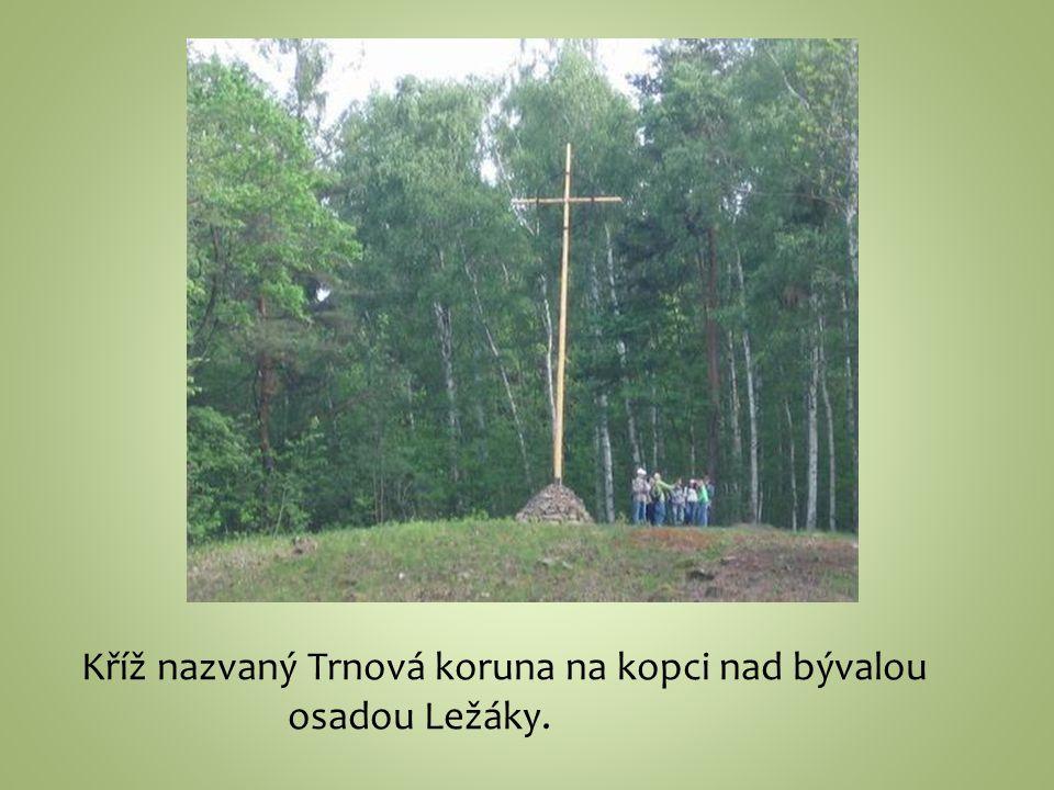 Kříž nazvaný Trnová koruna na kopci nad bývalou
