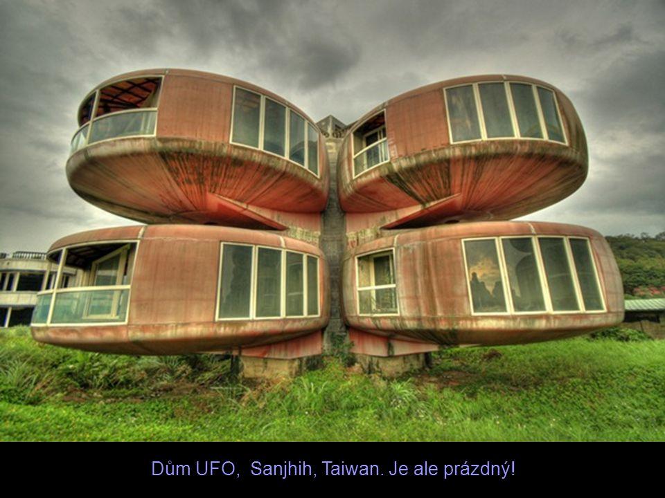 Dům UFO, Sanjhih, Taiwan. Je ale prázdný!