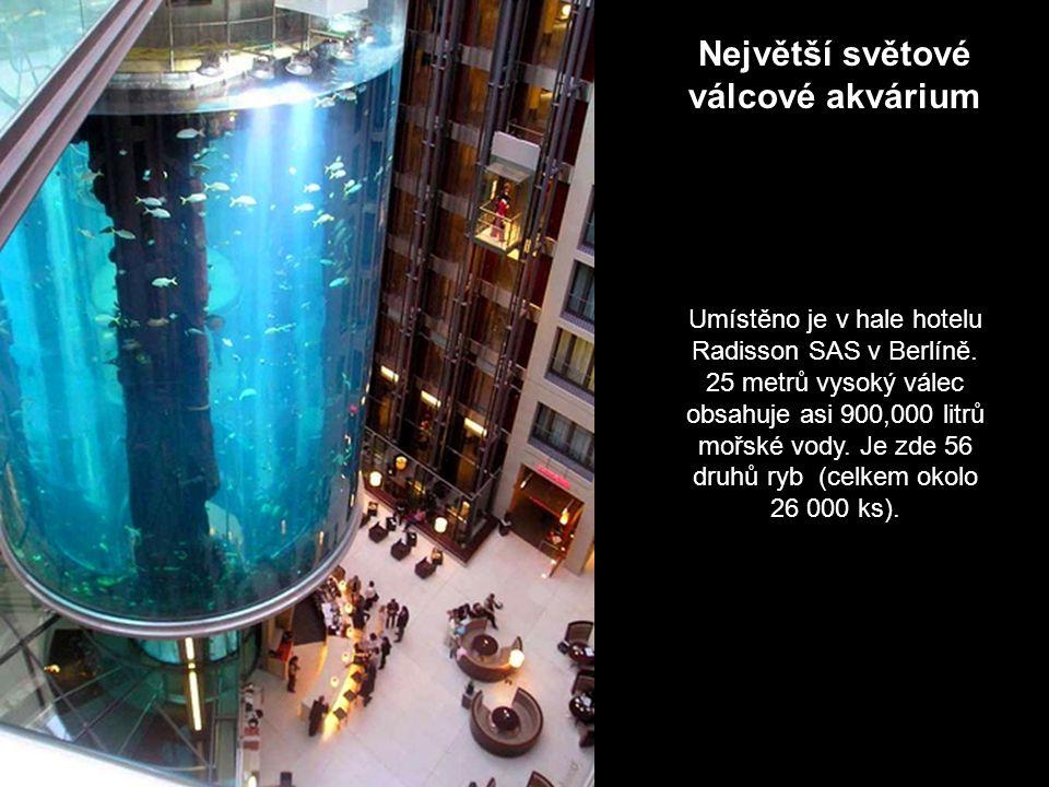 Největší světové válcové akvárium