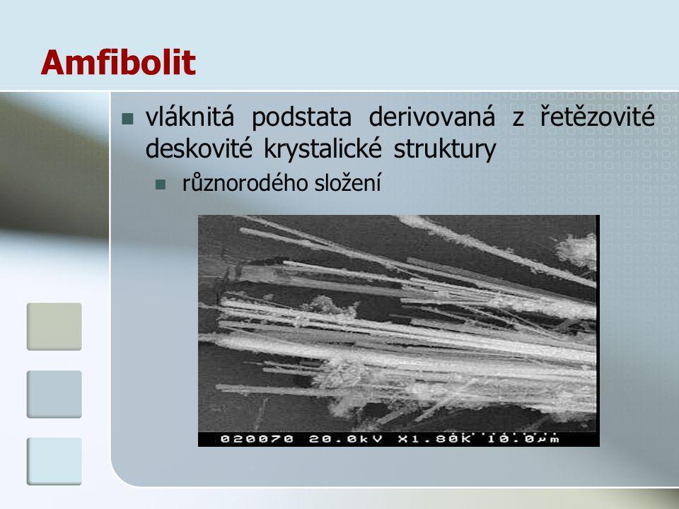 Amfibolit vláknitá podstata derivovaná z řetězovité deskovité krystalické struktury.