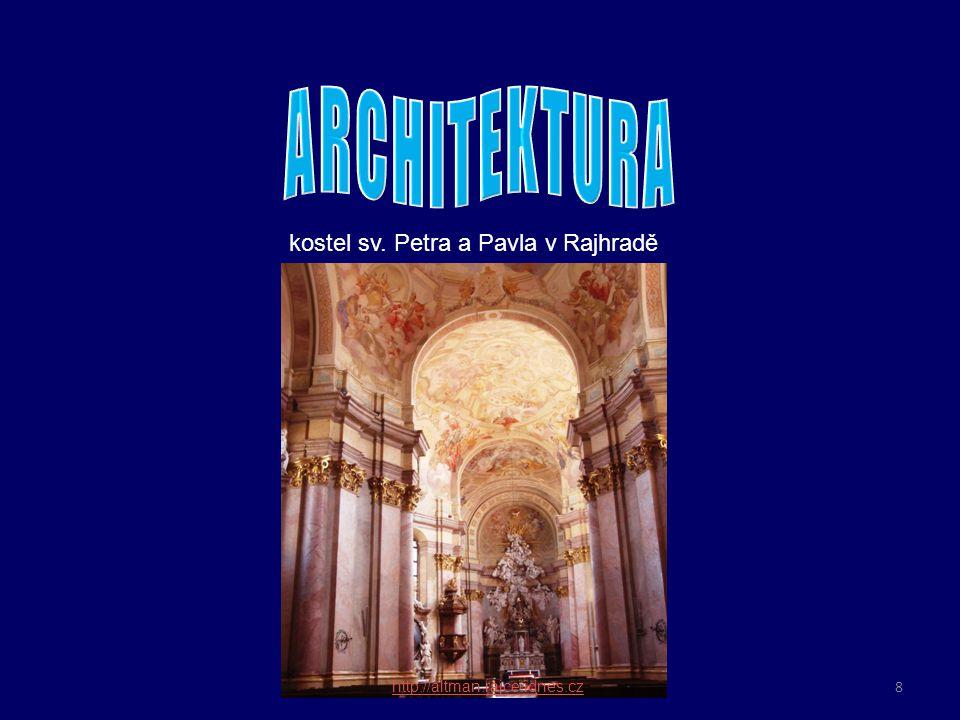 ARCHITEKTURA bohatá výzdoba z mramoru, zlata a stříbra umocňuje