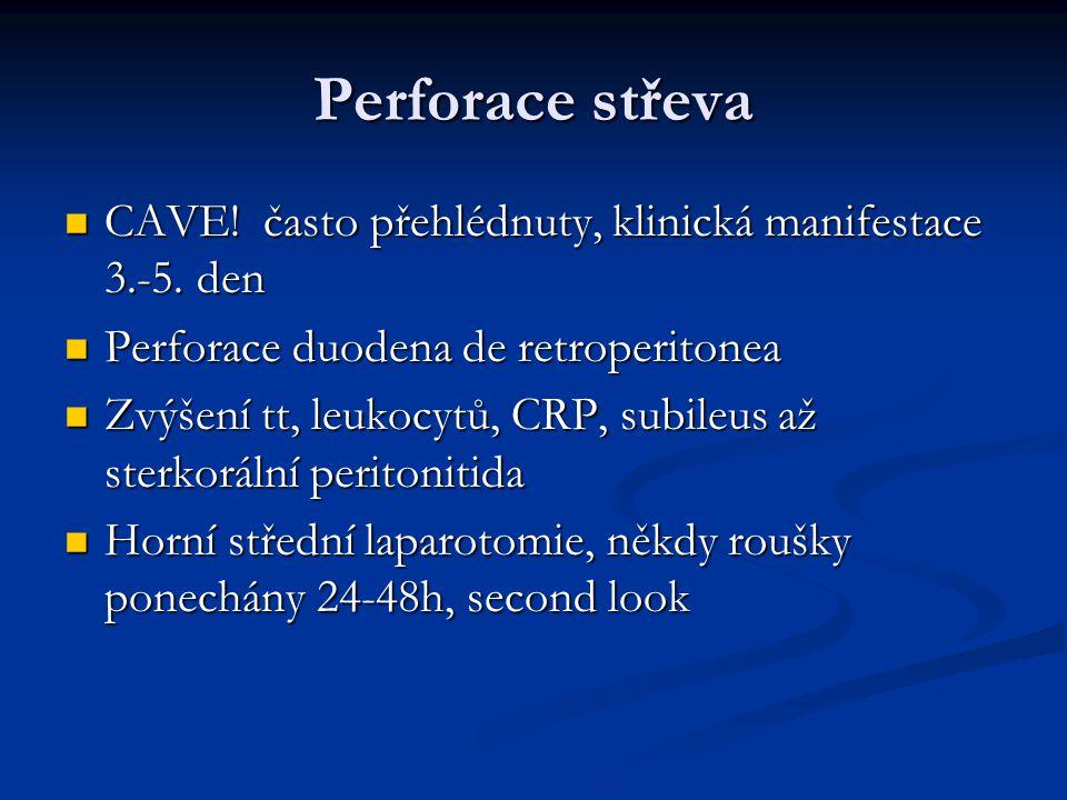 Perforace střeva CAVE! často přehlédnuty, klinická manifestace 3.-5. den. Perforace duodena de retroperitonea.