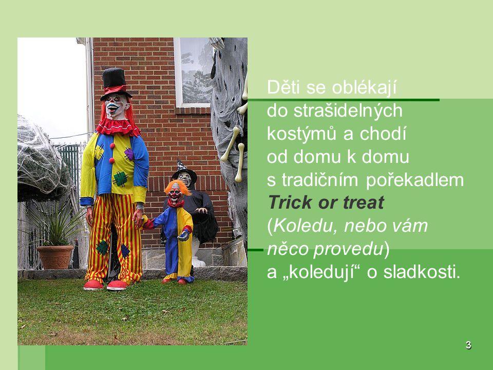 Děti se oblékají do strašidelných kostýmů a chodí od domu k domu s tradičním pořekadlem