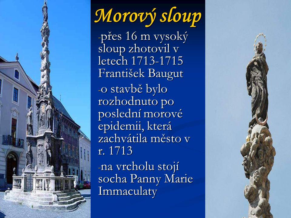 Morový sloup přes 16 m vysoký sloup zhotovil v letech 1713-1715 František Baugut.