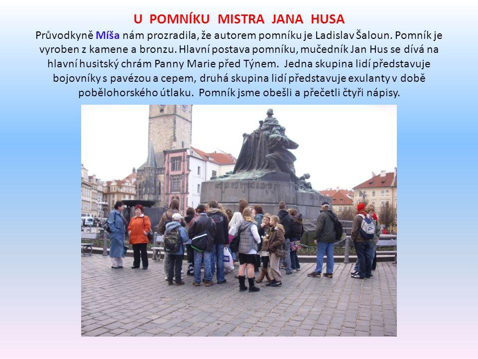 U POMNÍKU MISTRA JANA HUSA Průvodkyně Míša nám prozradila, že autorem pomníku je Ladislav Šaloun.