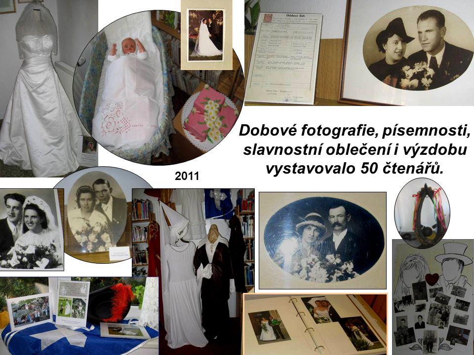 Dobové fotografie, písemnosti, slavnostní oblečení i výzdobu