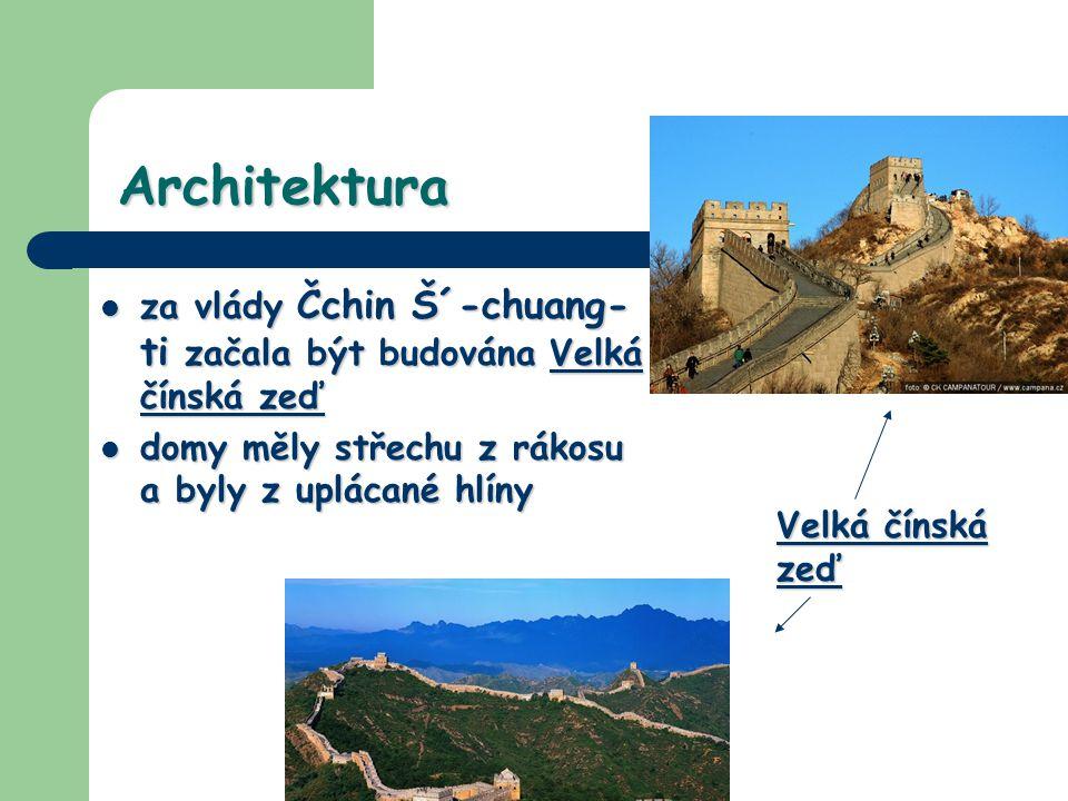 Architektura za vlády Čchin Š´-chuang-ti začala být budována Velká čínská zeď. domy měly střechu z rákosu a byly z uplácané hlíny.