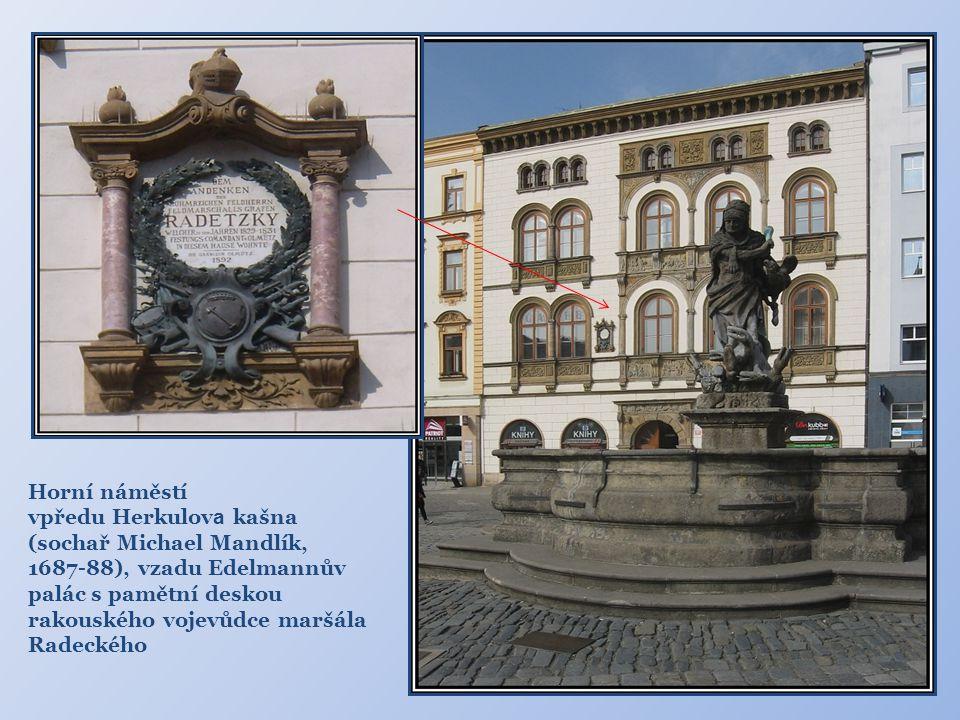 Horní náměstí vpředu Herkulova kašna. (sochař Michael Mandlík,