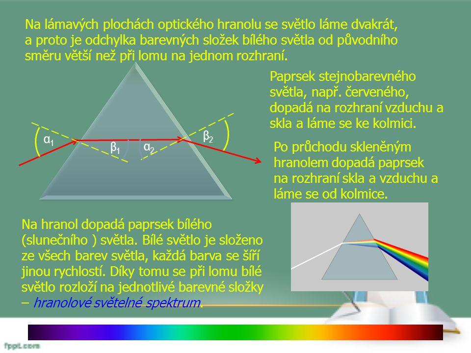 Na lámavých plochách optického hranolu se světlo láme dvakrát, a proto je odchylka barevných složek bílého světla od původního směru větší než při lomu na jednom rozhraní.