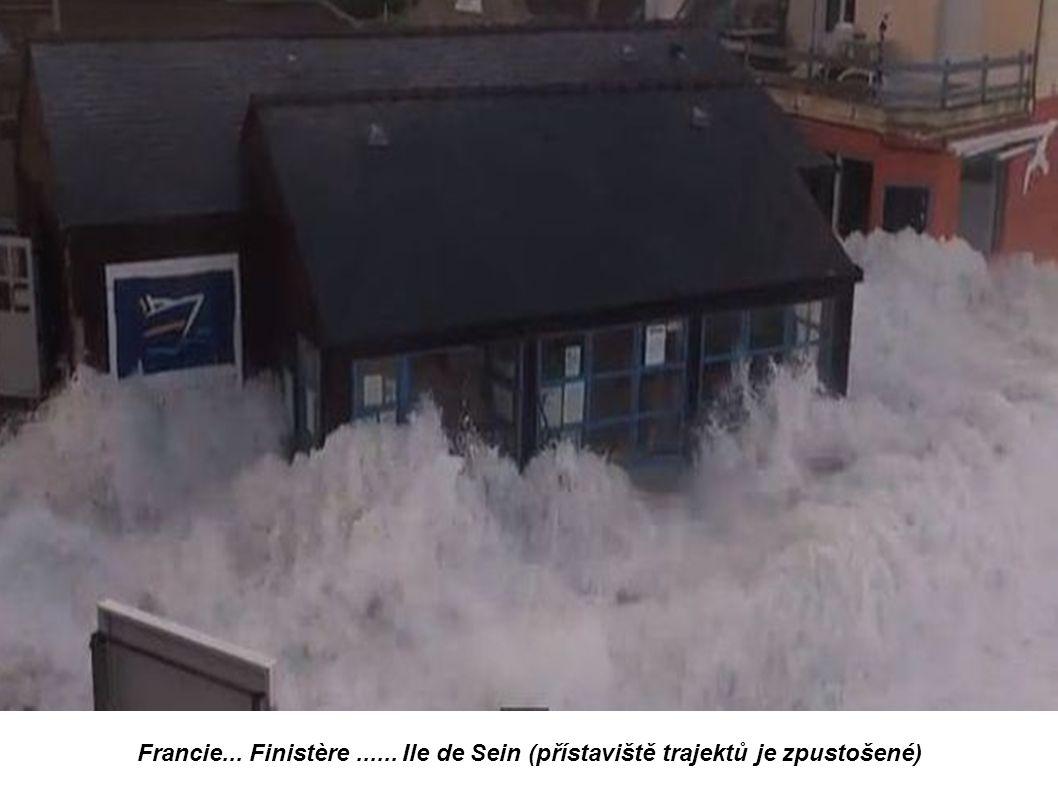 Francie... Finistère ...... Ile de Sein (přístaviště trajektů je zpustošené)