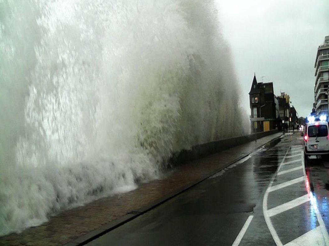 Francie...Ille et vilaine...Saint-Malo levá i pravá strana ulice