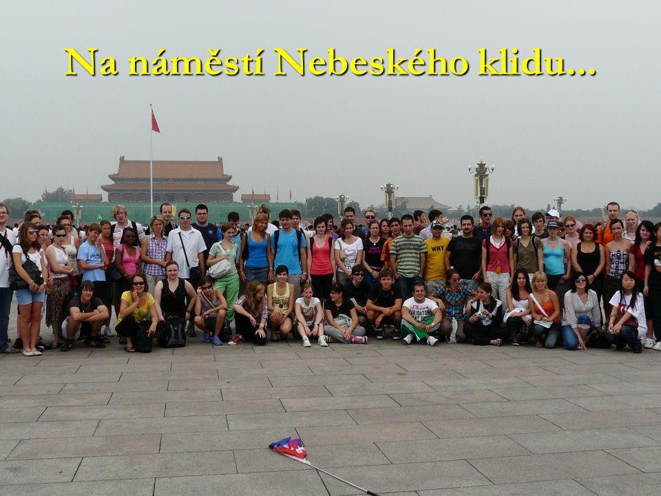 Na náměstí Nebeského klidu...