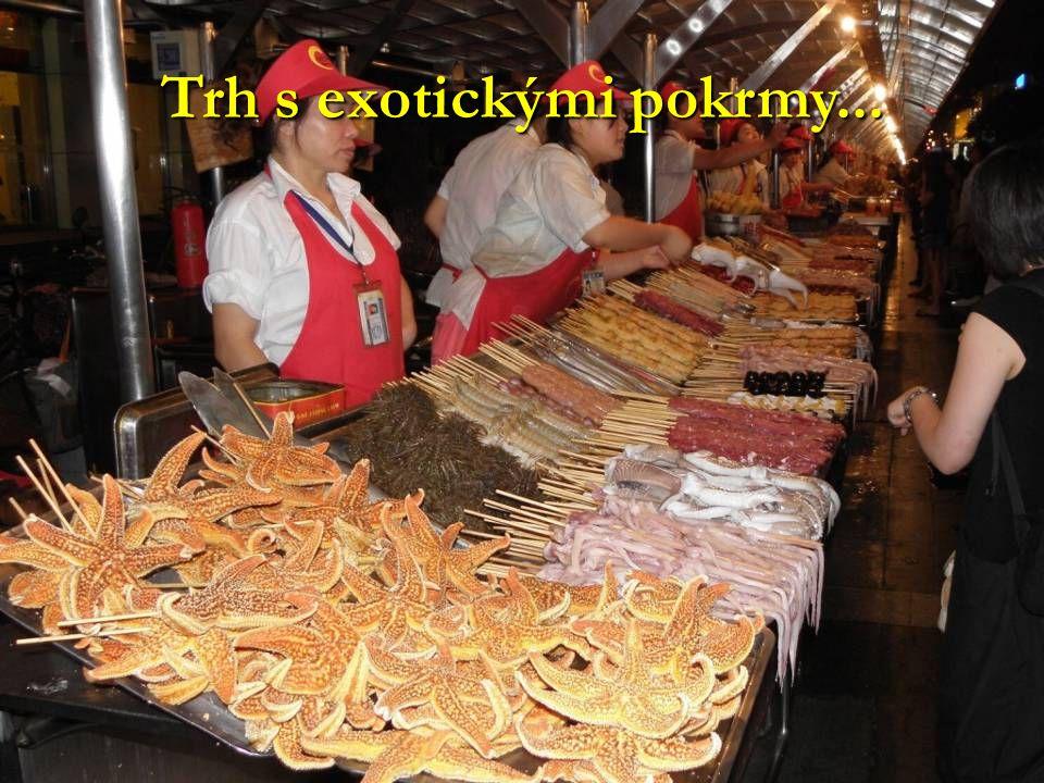 Trh s exotickými pokrmy...