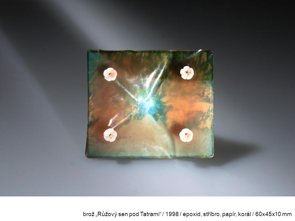"""brož """"Růžový sen pod Tatrami / 1998 / epoxid, stříbro, papír, korál / 60x45x10 mm"""