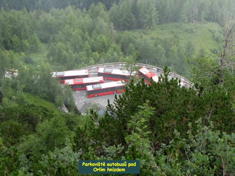 Parkoviště autobusů pod Orlím hnízdem